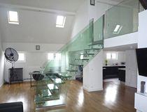 Escalier droit / marche en verre / structure en verre / sans contremarche