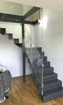 Escalier quart tournant / marche en métal / structure en acier / avec contremarche