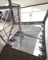 Escalier demi-tournant / marche en verre / structure en acier / sans contremarche