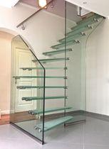 Escalier quart tournant / marche en verre / structure en verre / sans contremarche