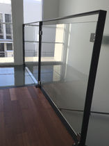 Garde-corps en verre / en acier / à panneaux en verre / à barreaux
