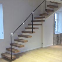 Escalier quart tournant / marche en bois / sans contremarche / contemporain