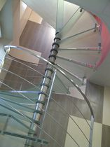 Escalier en colimaçon / hélicoïdal / circulaire / marche en verre