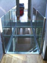 Passerelle à poutres / en acier inox / en verre / d'intérieur