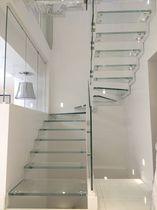 Escalier demi-tournant / marche en verre / structure en acier / structure en métal