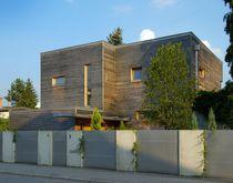 Maison préfabriquée / contemporaine / en bois massif / écolabel FSC