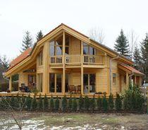 Maison préfabriquée / contemporaine / en bois massif / écologique