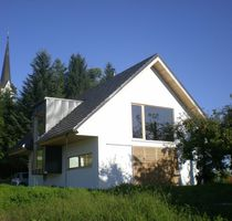 Maison préfabriquée / contemporaine / en bois massif / à économie d'énergie
