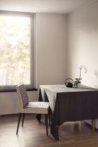 Chaise contemporaine / en tissu / en hêtre / en cuir
