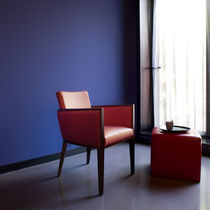 Fauteuil contemporain / en tissu / en bois