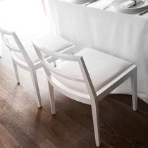 Chaise contemporaine / en bois / tapissée / professionnelle