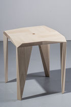 Tabouret contemporain / en bois de feuillus / empilable