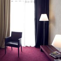 Fauteuil contemporain / en bois / en cuir / bridge