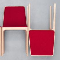 Chaise contemporaine / en tissu / en bois / en cuir