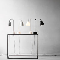 Lampe de table / contemporaine / en métal / orientable