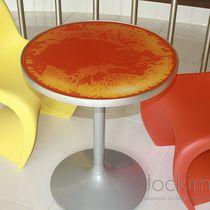 Table contemporaine / en verre / en polycarbonate / carrée