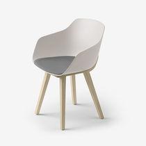 Chaise contemporaine / tapissée / en bois massif / en bioplastique