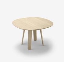 Table contemporaine / en chêne / ronde / ovale