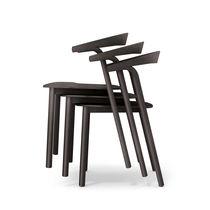 Chaise contemporaine / tapissée / empilable / en bois massif