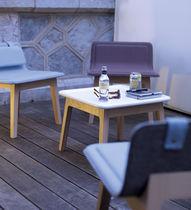 Table basse contemporaine / en chêne / carrée / de jardin