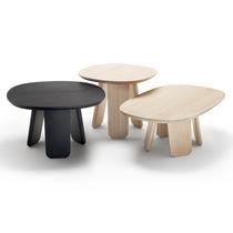 Table basse contemporaine / en chêne / rectangulaire / ronde
