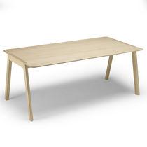 Table contemporaine / en chêne / en stratifié / rectangulaire