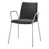 Chaise visiteur contemporaine / en bois / tapissée / avec accoudoirs