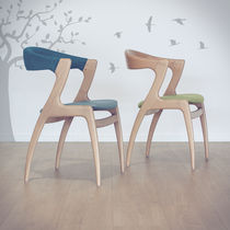 Chaise contemporaine / en bois / contract