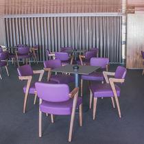 Fauteuil contemporain / en bois / pour restaurant