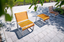 Chaise contemporaine / avec accoudoirs / ergonomique / en bois massif