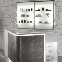 Présentoir mural / pour produits de beauté / en verre / rétroéclairé