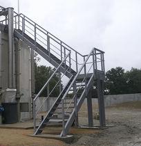 Escalier demi-tournant / marche en métal / structure en métal / sans contremarche