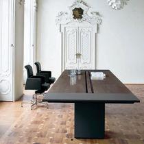 Table de réunion / contemporaine / en bois / rectangulaire