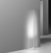 Lampe de sol / contemporaine / en aluminium