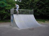 Quarter pipe pour skatepark