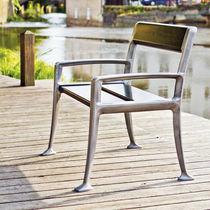 Chaise de jardin contemporaine / avec accoudoirs / en bois / pour espace public