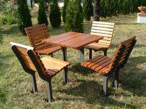 Ensemble table et chaises contemporain / en bois / en fonte / pour extérieur