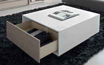 Table contemporaine / en bois laqué / rectangulaire / avec tiroir