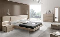 Lit double / contemporain / avec table de chevet intégrée / bois