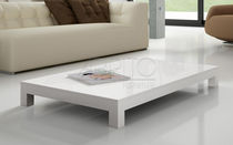 Table basse contemporaine / en bois laqué / rectangulaire