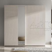 Armoire contemporaine / en bois / à porte battante / avec miroir