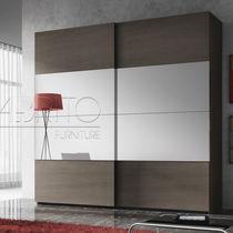 Armoire contemporaine / en mélaminé / avec porte coulissante / avec miroir