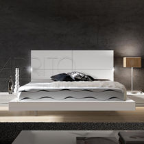 Lit double / contemporain / avec tête de lit / bois