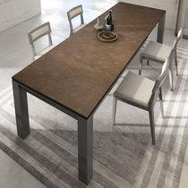 Table à manger contemporaine / en bois / rectangulaire / à rallonge
