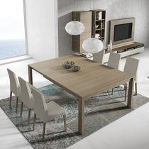 Table à manger contemporaine / en bois / carrée / rectangulaire