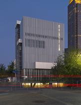 Brise-soleil en aluminium / pour façade / perforé / vertical