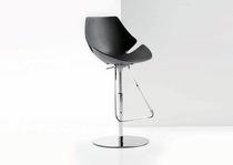 Chaise de bar contemporaine / réglable / piètement central / en polyuréthane
