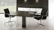 Table de réunion contemporaine / en noyer / rectangulaire / modulable