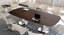 Table de réunion contemporaine / en bois / ovale