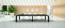 Table d'appoint contemporaine / en plaqué bois / rectangulaire / 100% recyclable